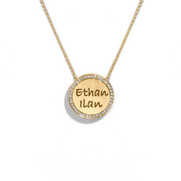Engraved necklace surrounded with diamonds